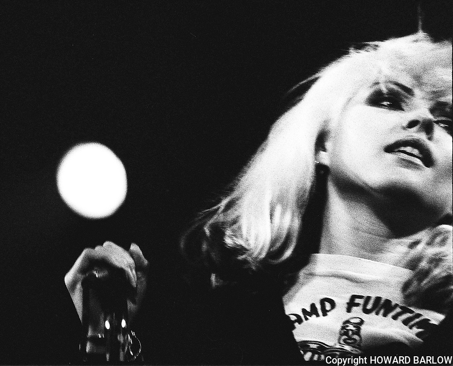 PICTURE BY HOWARD BARLOW..ARTIST - BLONDIE .VENUE   - MANCHESTER FREE TRADE HALL.DATE    - 26 MAY 1977