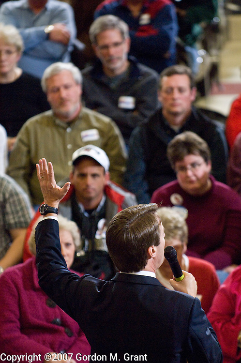 Des Moines, IA - 12/29/07 - Presidential Candidate Senator John Edwards at a campaign event at East High School in Des Moines, IA December 29, 2007.      (Photo by Gordon M. Grant / Zuma Press)