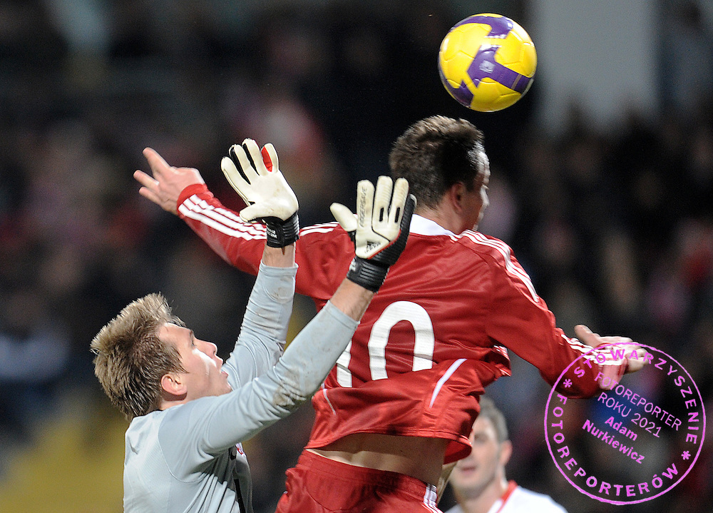 (L) GOALKEEPER TOMASZ KUSZCZAK (POLAND) & ROB FRIEND (CANADA) FIGHT FOR THE BALL DURING FRIENDLY SOCCER MATCH BETWEEN POLAND AND CANADA IN BYDGOSZCZ , POLAND...POLAND , BYDGOSZCZ , NOVEMBER 18, 2009..( PHOTO BY ADAM NURKIEWICZ / MEDIASPORT )..PICTURE ALSO AVAIBLE IN RAW OR TIFF FORMAT ON SPECIAL REQUEST.