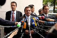 28 AUG 2004, BERLIN/GERMANY:<br /> Gerhard Schroeder, SPD, Bundeskanzler, gibt wartenden Journalisten ein kurzes Statement, vor Beginn der Klausursitzung des SPD Parteivorstandes, vor dem Willy-Brandt-Haus<br /> IMAGE: 20040828-01-020<br /> KEYWORDS: Mikrofon, microphone, Journalist, Journalisten, Pressekonferenz, Gerhard Schröder