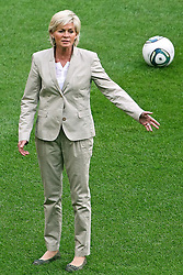 30.06.2011, Commerzbank Arena, Frankfurt, GER, FIFA Women Worldcup 2011, Gruppe A, Deutschland (GER) vs. Nigeria (NGA), im Bild:  Silvia Neid (Trainerin / COACH GER ) gibt Anweisungen..// during the FIFA Women Worldcup 2011, Pool A, Germany vs Nigeria on 2011/06/30, Commerzbank Arena, Frankfurt, Germany.  EXPA Pictures © 2011, PhotoCredit: EXPA/ nph/  Mueller *** Local Caption ***       ****** out of GER / CRO  / BEL ******