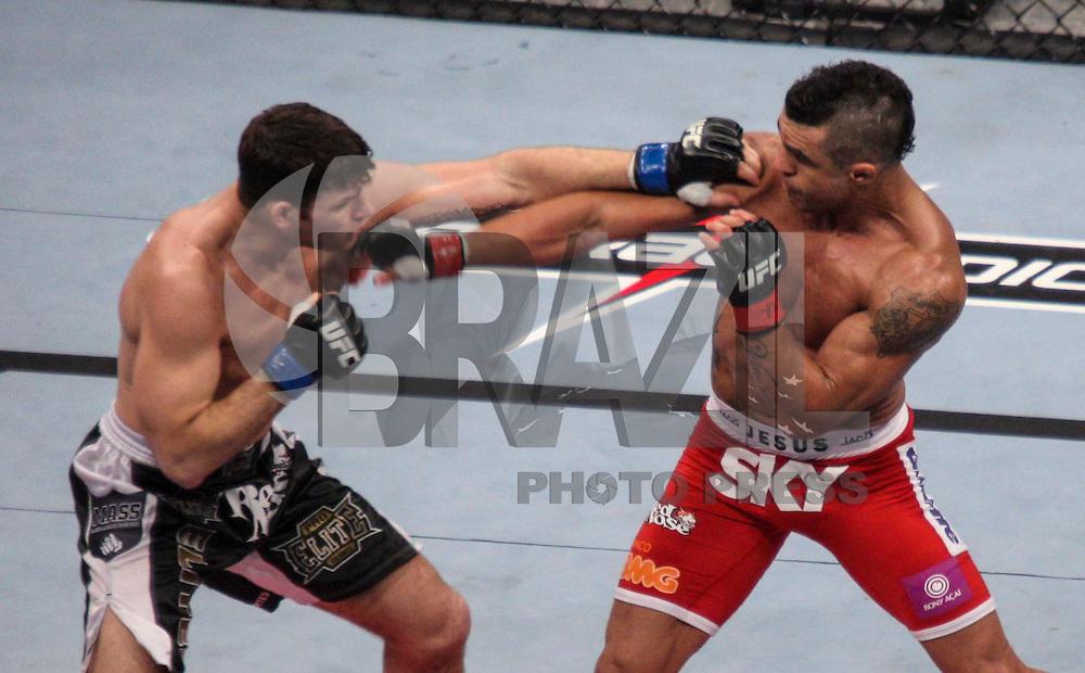 SAO PAULO, SP, 20 DE JANEIRO 2013 - UFC SAO PAULO - Lutadores Vitor Belfort - BRA (vermelho) vs Michael Bisping - ING (azul) peso medio pena durante UFC (Ultimate Fighting Champion) no Ginasio do Ibirapuera na madrugada deste domingo na regiao sul da cidade de Sao Paulo. FOTO: VANESSA CARVALHO - BRAZIL PHOTO PRESS.