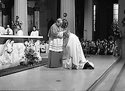Episcopal Ordination Of Desmond Connell. (R74).1988..06.03.1988..03.06.1988..6th March 1988..Following the death of Archbishop Kevin McNamara in April '87, Pope John Paul II surprisingly nominated Desmond Connell for the position of Archbishop of Dublin. The ordination of Dr Connell took place at the Pro-Cathedral in Dublin...Cardinal Tomás O'Fiach, is pictured,conferring his blessing,as Cardinal, on the new Archbishop Of Dublin, Dr Desmond Connell.