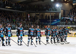 04.04.2018, Keine Sorgen Eisarena, Linz, AUT, EBEL, EHC Liwest Black Wings Linz vs EC Red Bull Salzburg, Halbfinale, 6. Spiel, im Bild v.l. Robert Lukas (EHC Liwest Black Wings Linz), Patrick Spannring (EHC Liwest Black Wings Linz), Rick Schofield (EHC Liwest Black Wings Linz),Joel Broda (EHC Liwest Black Wings Linz), Mark Naclerio (EHC Liwest Black Wings Linz), Laurens Ober (EHC Liwest Black Wings Linz), Erik Kirchschläger (EHC Liwest Black Wings Linz), Zintis Nauris Zusevics (EHC Liwest Black Wings Linz), Fabio Hofer (EHC Liwest Black Wings Linz), Kevin Moderer (EHC Liwest Black Wings Linz), Mario Altmann (EHC Liwest Black Wings Linz) // during the Erste Bank Icehockey 6th halffinal match between Black Wings Linz and Red Bull Salzburg at the Keine Sorgen Eisarena in Linz, Austria on 2018/04/04. EXPA Pictures © 2018, PhotoCredit: EXPA/ Reinhard Eisenbauer
