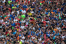 © Licensed to London News Pictures . 19/05/2019. Manchester, UK. Participants form up on Portland Street in Manchester City Centre at the start of the 10k races in the Great Manchester Run . Photo credit : Joel Goodman/LNP