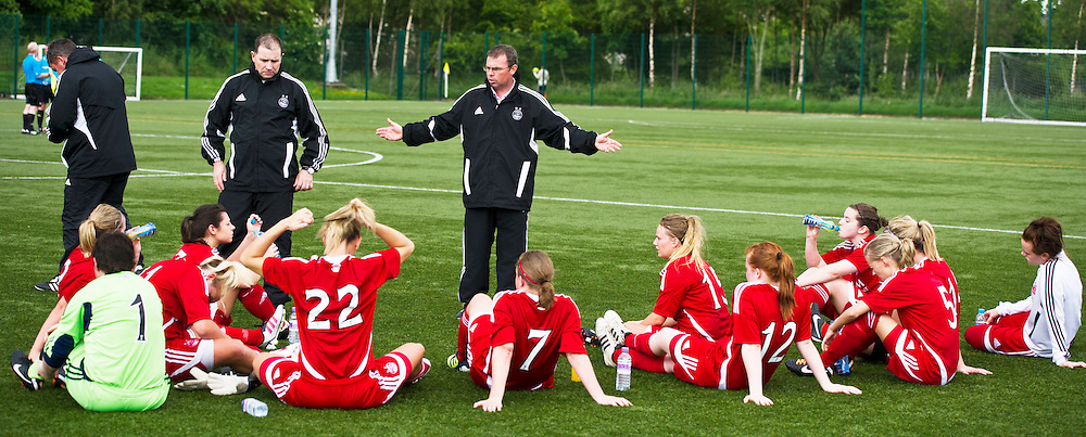 Aberdeen ladies manager, Jockie Lawrence gives instructions at half-time. Hutchison Vale Ladies lose 3-2 against against Aberdeen Ladies after fighting back from two goal down on the Astroturf at Saughton Park, Edinburgh. Ger Harley | Stockpix, 24 June 2012