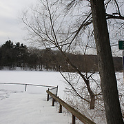 Clarks Pond in Hamden, Connecticut, USA. 20th February 2014. Photo Tim Clayton