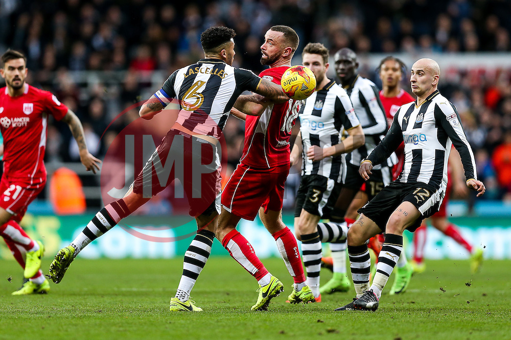 Aaron Wilbraham of Bristol City is challenged by Jamaal Lascelles of Newcastle United - Rogan Thomson/JMP - 25/02/2017 - FOOTBALL - St James' Park - Newcastle, England - Newcastle United v Bristol City - Sky Bet EFL Championship.