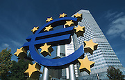 Deutschland Germany,Hessen.Hessen, Frankfurt am Main.Frankfurt, Europäische Zentralbank EZB, Euro-Skulptur von Ottmar Hörl.Frankfurt, Eurobank with Euro sculpture by Ottmar Hoerl...