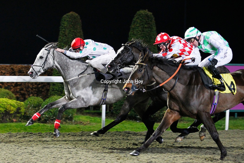 Light From Mars and Luke Morris winning the 7.00 race