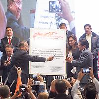 TOLUCA, Mexico.- El senador Isaías Gonzáles Cuevas y Javier García Beltrán durante el acto de adhesión de Sindicatos y organizaciones a la Confederación Revolucionaria Obrero Campesina (CROC). Agencia MVT / Mario Vazquez de la Torre.