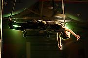 Belo Horizonte_MG, Brasil. ..Apresentacao da Spasso Escola de Circo. Na foto uma trapezista...The Spasso Circus School presentation. In this photo a trapeze artist...Foto:  LEO DRUMOND / NITRO