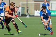Eindhoven - Oranje Rood - Kampong  Heren, Hoofdklasse Hockey Heren, Seizoen 2017-2018, 05-05-2018, Halve Finale Playoffs, Oranje Rood - Kampong 1-1, Kampong wns, Jasper Luijkx (Kampong) en Mink van der Weerden (Oranje Rood)<br /> <br /> (c) Willem Vernes Fotografie