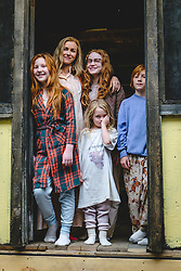 """From L to R: Ella Anderson as """"Young Jeannette,"""" Naomi Watts as """"Rose Mary Walls,"""" Sadie Sink as """"Young Lori,"""" Eden Grace Redfield as """"Youngest Maureen,"""" and Charle Shotwell as """"Young Brian"""" in THE GLASS CASTLE. Photo by Jake Giles Netter."""