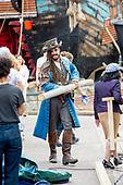 Egbert-Jan Weeber als piraat in Amsterdam Noord