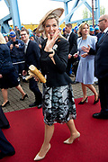 Werkbezoek van  Koning Willem Alexander en  Koningin Maxima aan de Duitse deelstaten<br /> Mecklenburg-Voor-Pommeren en Brandenburg.<br /> <br /> Working visit by King Willem Alexander and Queen Maxima to the German states of Mecklenburg-Western Pomerania and Brandenburg.<br /> <br /> Op de foto / On the photo: Bijeenkomst scheeps-en jachtbouw bij de MV Werften/ Meeting ship and yacht building at the MV Werften
