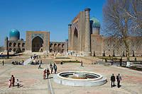 Ouzbékistan, Samarcande, classé Patrimoine Mondial de l'UNESCO, place du Reghistan, Medersa Chir Dor et Medersa Tilla Kari // Uzbekistan, Samarkand, Unesco World Heritage, the Reghistan, Chir Dor Madrasah and Tilla Kari Madarsah