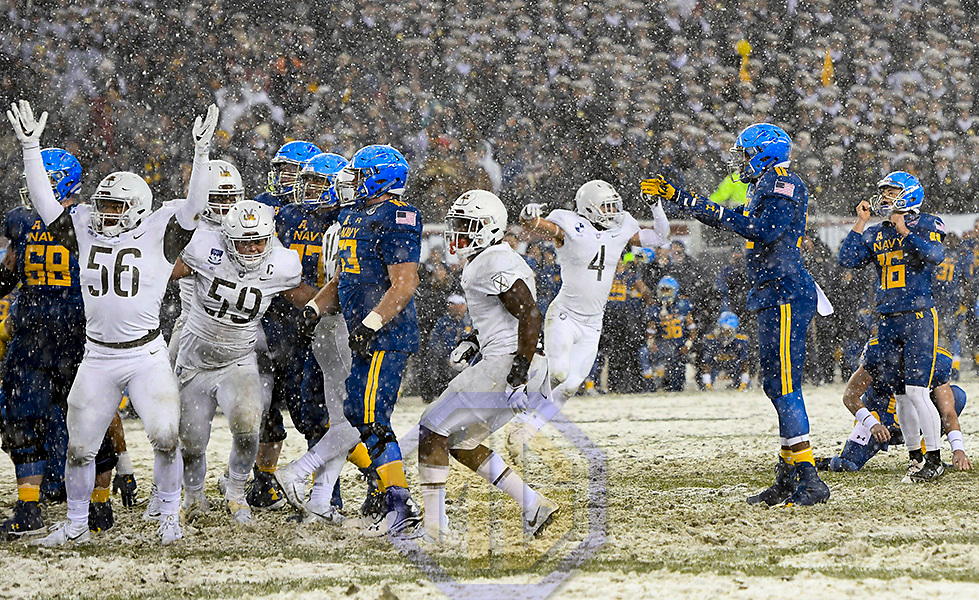 PHILADELPHIA, PA - DECEMBER 09:  The Army Black Knights celebrate as Navy Midshipmen place kicker Bennett Moehring (16) misses a 48 yard field goal with 3 seconds remaining on December 9, 2017 at Lincoln Financial Field in Philadelphia, Pa. in the 118th Army Navy Game. The Army Black Knights defeated the Navy Midshipmen, 14-13.  (Photo by Mark Goldman/Icon Sportswire)