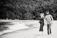 jake & lena maternity photos at whangamata beach photography by felicity jean photography coromandel photographer pregnancy portraits