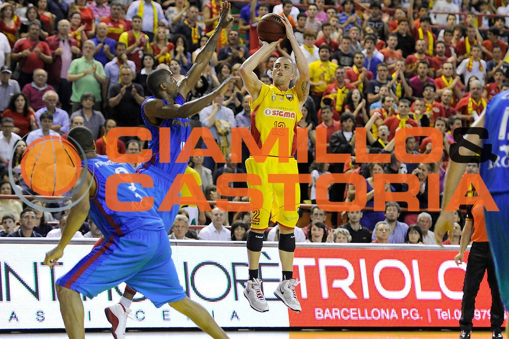DESCRIZIONE : Barcellona Pozzo Di Cotto Lega Basket A2 2010-11 Playoff Semifinale Gara 3 Sigma Barcellona Fastweb Casale Monferrato<br /> GIOCATORE : Bucci<br /> SQUADRA : Sigma Barcellona<br /> EVENTO : Campionato Lega A2 2010-2011<br /> GARA : Sigma Barcellona Fastweb Casale Monferrato<br /> DATA : 02/06/2011<br /> CATEGORIA : tiro<br /> SPORT : Pallacanestro <br /> AUTORE : Agenzia Ciamillo-Castoria/C.De Massis<br /> Galleria : Lega Basket A2 2010-2011 <br /> Fotonotizia : Barcellona Pozzo Di Cotto Lega Basket A2 2010-11 Playoff Semifinale Gara 3 Sigma Barcellona Fastweb Casale Monferrato<br /> Predefinita :