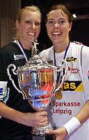 Håndball<br /> DHB Pokal<br /> 28.04.2007<br /> Foto: imago/Digitalsport<br /> NORWAY ONLY<br /> <br /> Der HC Leipzig ist deutscher Pokalsieger 2007, Torfrau Heidi Tjugum (li.) und Else Marthe Sørlie Lybekk jubeln mit dem Pokal