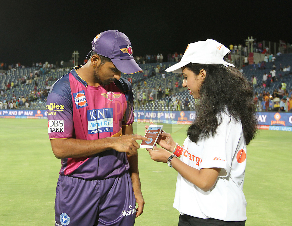 Rising Pune Supergiants player M Ashwin signs the Free charge phone during the presentation of the match 29 of the Vivo IPL 2016 ( Indian Premier League ) between the Rising Pune Supergiants and the Mumbai Indians held at the Maharashtra Cricket Association's International Stadium, Pune, India on the 1st May 2016<br /> <br /> Photo by Vipin Pawar / IPL/ SPORTZPICS
