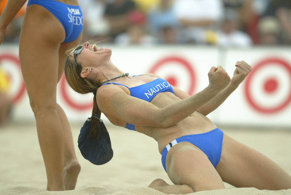 AVP Professional Volleyball - Hermosa Beach, CA - June 7th - 8th, 2003 - Elaine Youngs expresses emotion after winning a major point in an AVP beach volleyball tournament held in Hermosa Beach, CA. Photo by Wally Nell/DIG Magazine