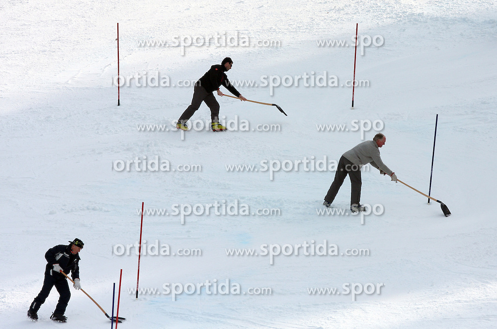 Reparing course at 9th men's slalom race of Audi FIS Ski World Cup, Pokal Vitranc,  in Podkoren, Kranjska Gora, Slovenia, on March 1, 2009. (Photo by Vid Ponikvar / Sportida)