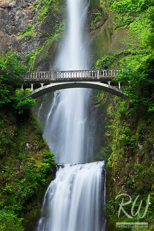 Multnomah Falls - Oregon's Tallest Waterfall, Columbia River Gorge National Scenic Area, Oregon