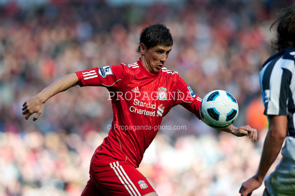 LIVERPOOL, ENGLAND - Sunday, August 29, 2010: Liverpool's Fernando Torres in action against West Bromwich Albion during the Premiership match at Anfield. (Photo by David Rawcliffe/Propaganda)