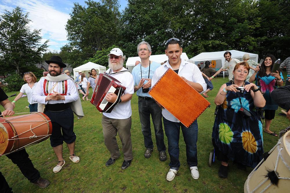 El Sueno Existe Festival<br /> Machynlleth<br /> Wales<br /> Circle Dance-Closing Circle