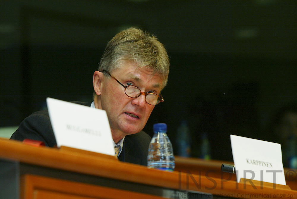 BRUSSELS - BELGIUM - 26 JANUARY 2006 -- Meeting of the Committee on Employment and Social Affairs with four Agencies under the Committees responsability. -- Jorma KARPPINEN (R), Director of EUROFOUND, speaking to the Committee members.   PHOTO: ERIK LUNTANG /  INSPIRIT