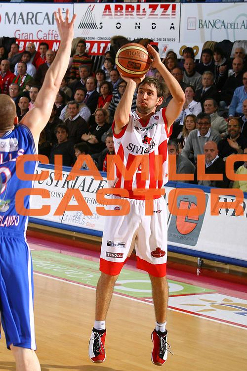 DESCRIZIONE : Teramo Lega A1 2007-08 Siviglia Wear Teramo Pierrel Capo Orlando <br /> GIOCATORE : Giuseppe Poeta <br /> SQUADRA : Siviglia Wear Teramo <br /> EVENTO : Campionato Lega A1 2007-2008 <br /> GARA : Siviglia Wear Teramo Pierrel Capo Orlando <br /> DATA : 09/03/2008 <br /> CATEGORIA : Tiro <br /> SPORT : Pallacanestro <br /> AUTORE : Agenzia Ciamillo-Castoria