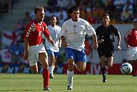 Fotball<br /> Euro 2004<br /> Portugal<br /> 14. juni 2004<br /> Foto: Dppi/Digitalsport<br /> NORWAY ONLY<br /> Italia v Danmark<br /> GENNARO GATTUSO (ITA) / DENNIS ROMMEDAHL (DEN)