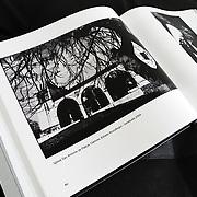 Libro VENEZUELA COTIDIANA Fotografías de Aaron Sosa / Book DAILY VENEZUELA Photography by Aaron Sosa - 2011<br /> <br /> http://aaronsosaactual.blogspot.com/2011/11/la-venta-el-libro-diarios-visuales.html