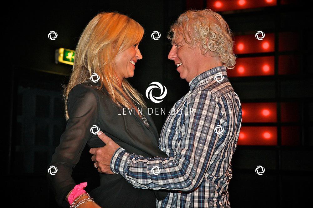 AMSTERDAM - In Hotel Arena is de persviewing geweest van Ushi en The Family. Met op de foto Wendy van Dijk en ???. FOTO LEVIN DEN BOER - PERSFOTO.NU