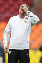 MOSCOW, RUSSIA - Tuesday, May 20, 2008: Manchester United's manager Alex Ferguson during training ahead of the UEFA Champions League Final against Chelsea at the Luzhniki Stadium. (Photo by David Rawcliffe/Propaganda)