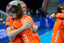 13-12-2019 JAP: Semi Final Netherlands - Russia, Kumamoto<br /> The Netherlands beat Russia in the semifinals 33-22 and qualify for the final on Sunday in Park Dome at 24th IHF Women's Handball World Championship / Danick Snelder #10 of Netherlands, Martine Smeets #24 of Netherlands