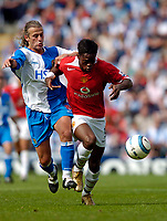 Fotball<br /> Foto: SBI/Digitalsport<br /> NORWAY ONLY<br /> <br /> Blackburn Rovers v Manchester United<br /> Barclays Premiership, 28/08/2004<br /> <br /> Blackburn's Tugay (L) tangles with Manchester United's Louis Saha
