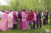 May morning. Oxford. Oxford Stunt factory. 1 May 2001. © Copyright Photograph by Dafydd Jones 66 Stockwell Park Rd. London SW9 0DA Tel 020 7733 0108 www.dafjones.com