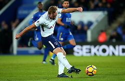 Harry Kane of Tottenham Hotspur shoots at goal - Mandatory by-line: Robbie Stephenson/JMP - 28/11/2017 - FOOTBALL - King Power Stadium - Leicester, England - Leicester City v Tottenham Hotspur - Premier League