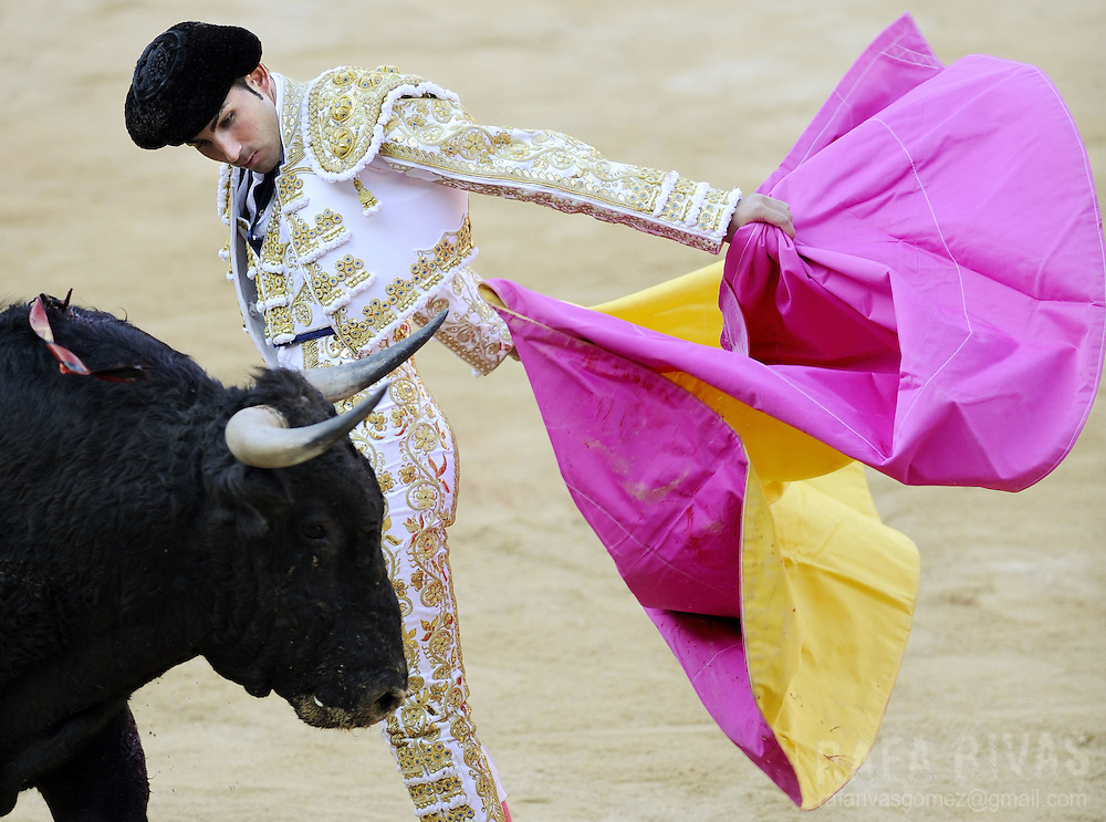 Spanish matador Serafin Martin, fights a Conde de la Corte fighting bull with capote, during the first corrida of the San Fermin festivities, on July 7, 2008, in Pamplona, northern Spain.