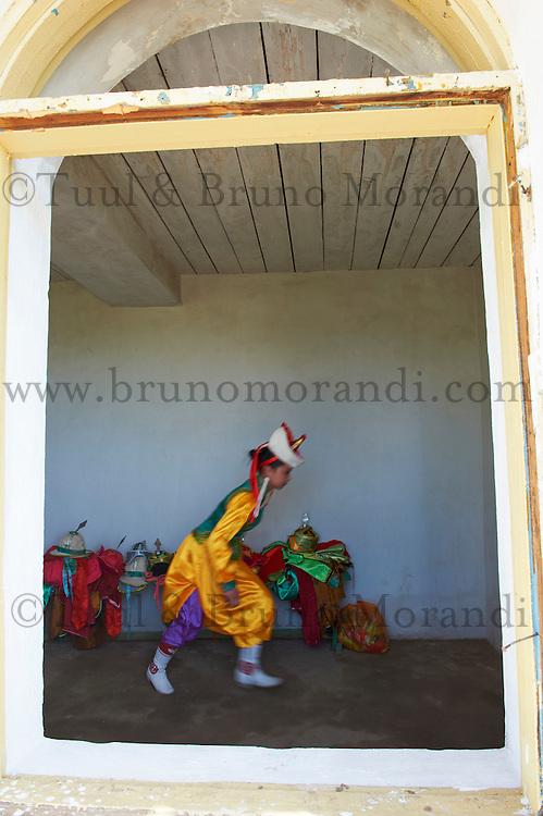 Mongolie, province de Arkhangai, Tsetserleg, Bayartsetseg, 18 ans, participe a la fete du Naadam // Mongolia, Arkhangai province, Bayartsetseg, 18,  take part at the Naadam festival