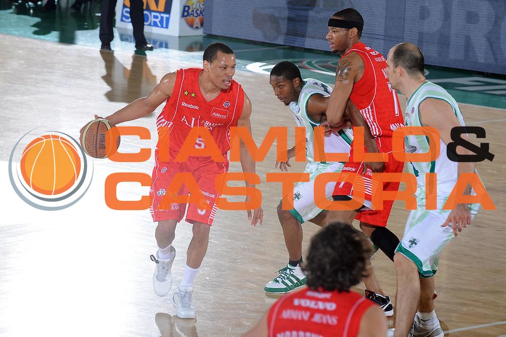 DESCRIZIONE : Avellino Final 8 Coppa Italia 2010 Quarto di Finale Armani Jeans Milano Air Avellino<br /> GIOCATORE : Alex Acker<br /> SQUADRA : Armani Jeans Milano<br /> EVENTO : Final 8 Coppa Italia 2010 <br /> GARA : Armani Jeans Milano Air Avellino<br /> DATA : 18/02/2010<br /> CATEGORIA : palleggio<br /> SPORT : Pallacanestro <br /> AUTORE : Agenzia Ciamillo-Castoria/GiulioCiamillo<br /> Galleria : Lega Basket A 2009-2010 <br /> Fotonotizia : Avellino Final 8 Coppa Italia 2010 Quarto di Finale Armani Jeans Milano Air Avellino<br /> Predefinita :