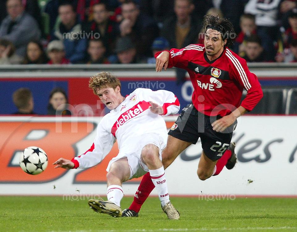 Fussball - 1. Bundesliga Saison 2002/2003 11. Spieltag Bayer 04 Leverkusen - VfB Stuttgart 0:1  Alexander Hleb (li, VfB) gegen Zoltan Sebescen (re, Leverkusen)