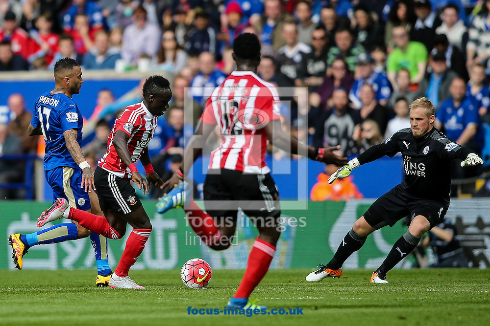 Sadio Mane of Southampton (2nd left) attacking during the Barclays Premier League match at the King Power Stadium, Leicester<br /> Picture by Andy Kearns/Focus Images Ltd 0781 864 4264<br /> 03/04/2016
