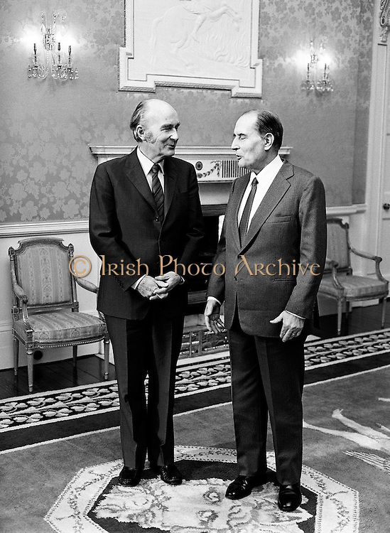 Presidents Hillery and Mitterand take their positions for the formal photo shoot at Áras an Uachtaráin, Phoenix Park, Dublin.<br />