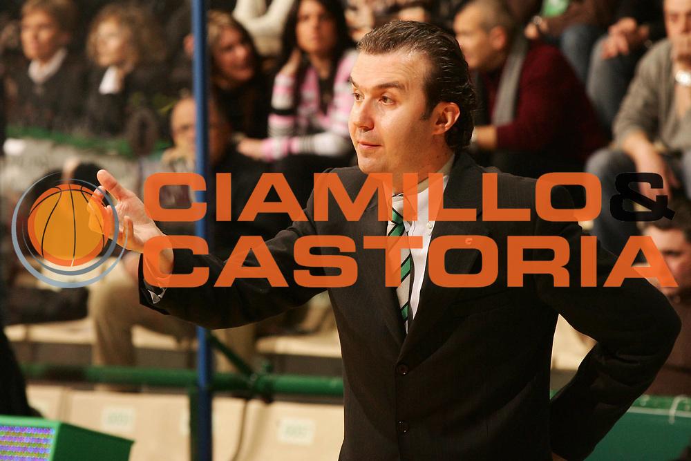 DESCRIZIONE : Siena Lega A1 2007-08 Montepaschi Siena Scavolini Spar Pesaro <br /> GIOCATORE : Simone Pianigiani <br /> SQUADRA : Montepaschi Siena <br /> EVENTO : Campionato Lega A1 2007-2008 <br /> GARA : Montepaschi Siena Scavolini Spar Pesaro <br /> DATA : 28/03/2008 <br /> CATEGORIA : Ritratto <br /> SPORT : Pallacanestro <br /> AUTORE : Agenzia Ciamillo-Castoria/P.Lazzeroni