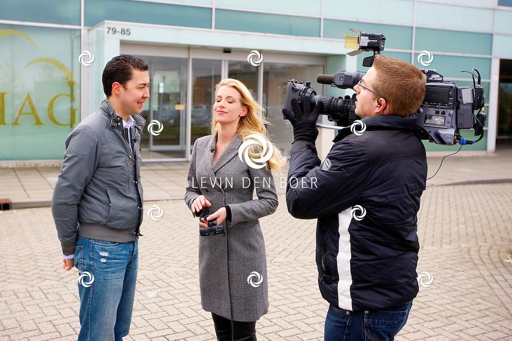 ZALTBOMMEL - Bij het bedrijf Carmera was Wendy-Kristy Hoogerbrugge van RTL LifestyleXperience tv om wat opnames te maken van dit bedrijf. Carmera is gespecialiseerd in het inbouwen van dashboard camera's. FOTO LEVIN DEN BOER - PERSFOTO.NU