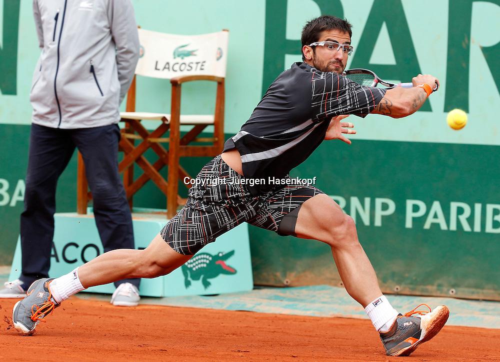 French Open 2011, Roland Garros,Paris,ITF Grand Slam Tennis Tournament .Janko Tipsarevi(SRB),.Aktion,Einzelbild,Ganzkoerper,Querformat,